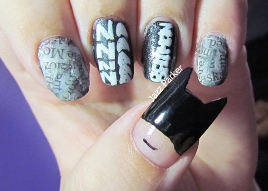 bat man nail art (32) - 35 Designs Of Batman Nail Art For Batman Fans