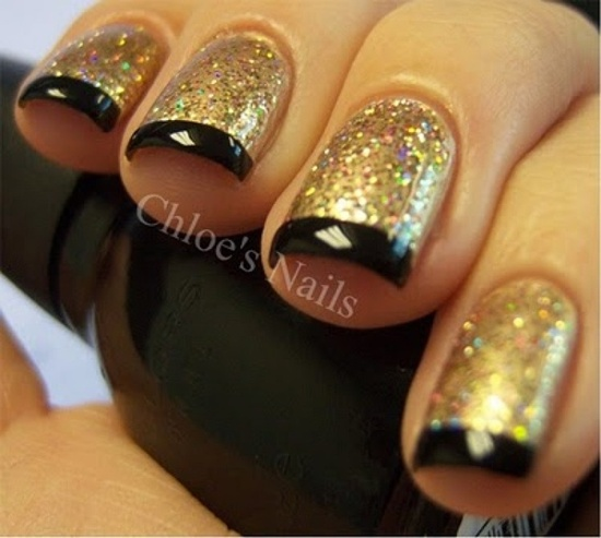 golden gliter nail art - 30 Beautiful Examples Of Gold Glitter Nail Polish Art