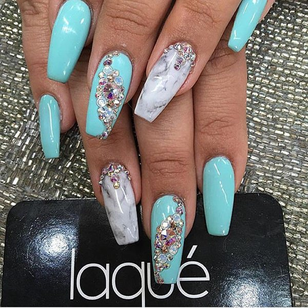 8040516-Stiletto-nails
