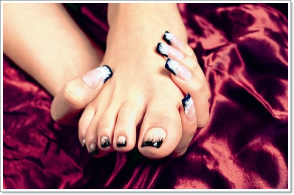 french tip nails foot