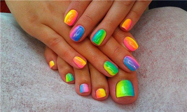 16220516-neon-nail-designs - 45 Spectacular Neon Nail Designs For 2017