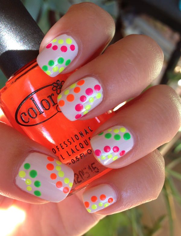 26220516-neon-nail-designs - 45 Spectacular Neon Nail Designs For 2017