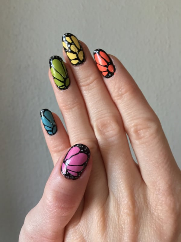 4040516-butterfly-nails