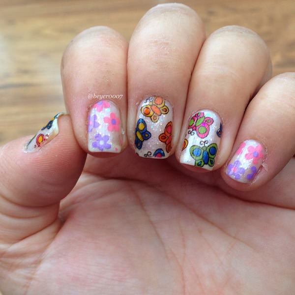 5040516-butterfly-nails