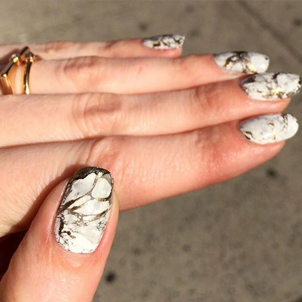 water-marble-nails-02071651
