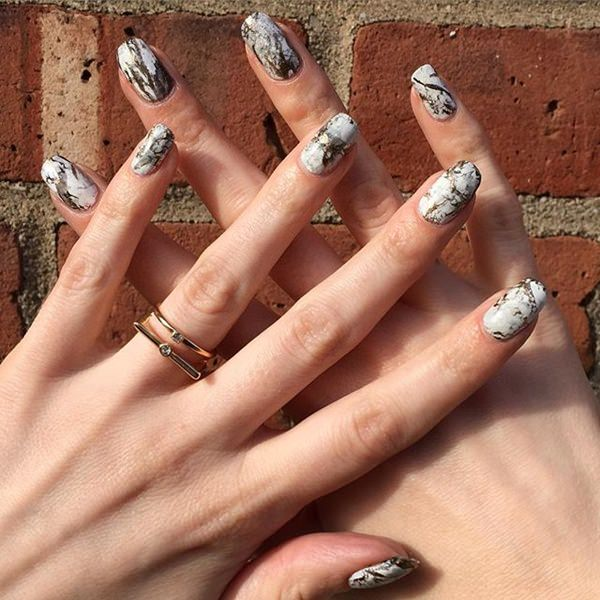 water-marble-nails-02071652